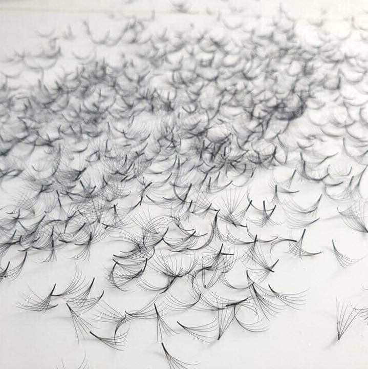 500 feinste, vorgefertigte Wimpernfächer 3D ohne Knoten, ideal für Volumentechnik | 0,07 mm dick | 12 mm lang | C-Curl