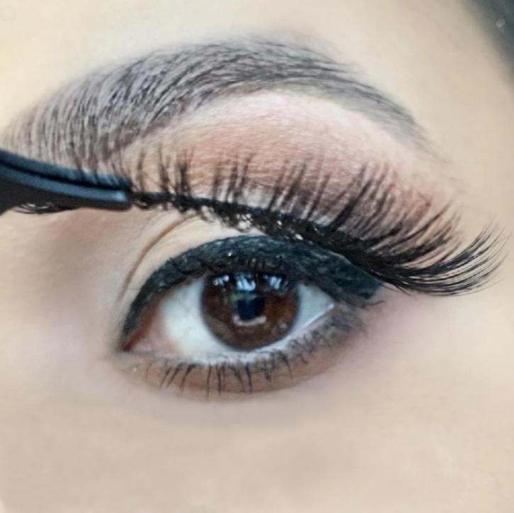 ❤ Magic Adhesive Eyeliner Set - kombiniert beides: Eyeliner und Wimpernkleber in einem Produkt